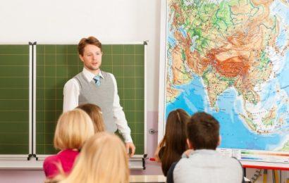 Путин напомнил о необходимости роста зарплат учителей